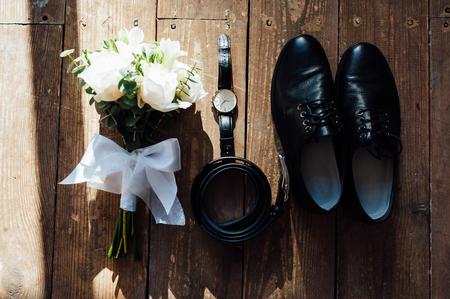 Foto de Wedding groom accessories. Shoes, bouquet, belt and socks in a top view. - Imagen libre de derechos