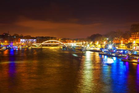 Photo pour Seine River and bridge at night in Paris - image libre de droit