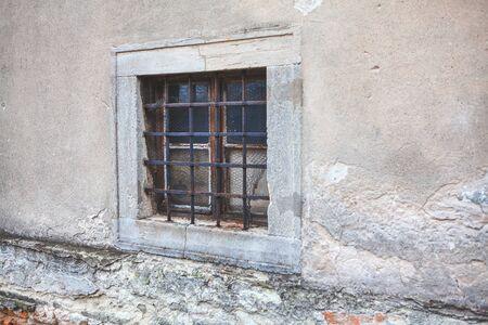 Photo pour old window with grates of ancient building - image libre de droit