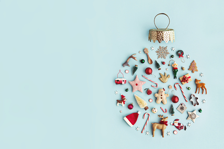Photo pour Christmas objects laid out in the shape of a Christmas bauble, overhead view - image libre de droit
