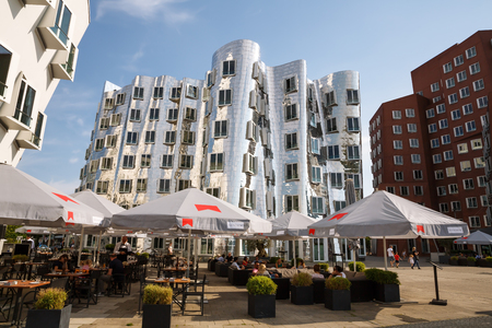 Foto de Dusseldorf, Germany- August 22, 2015 - Neuer Zollhof by architect Frank O. Gehry in the Media harbour (Medienhafen). - Imagen libre de derechos