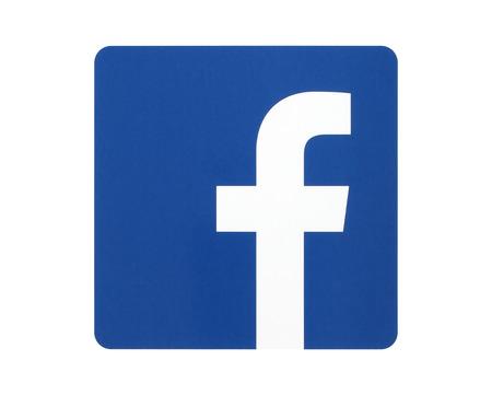 Foto de KIEV, UKRAINE - APRIL 27, 2015: Facebook logo sign printed on paper and placed on white background. Facebook is a well-known social networking service - Imagen libre de derechos