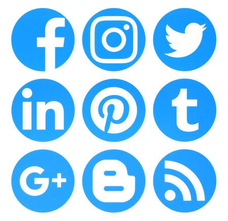 Photo pour Kiev, Ukraine - August 22, 2016: Collection of popular circle blue social media logos printed on paper:Facebook, Twitter, Google Plus, Instagram, Pinterest, LinkedIn, Blogger, Tumblr and RSS - image libre de droit