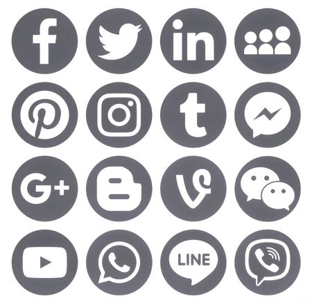 Foto de Kiev, Ukraine - April 27, 2017: Collection of popular grey round social media icons, printed on paper: Facebook, Twitter, Google Plus, Instagram, Pinterest, LinkedIn, Blogger, Tumblr and others - Imagen libre de derechos