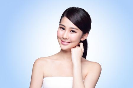 Foto de Beautiful Skin care woman Face smile to you isolated on blue background. asian Beauty - Imagen libre de derechos