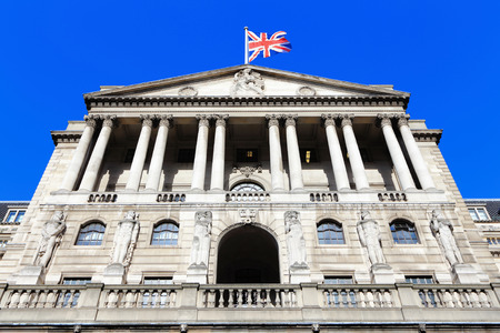 Photo pour Bank of England with flag, The historical building in London, UK - image libre de droit