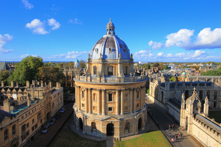 Photo pour The Oxford University City, Photoed in the top of tower in St Marys Church. All Souls College, United Kingdom, England - image libre de droit