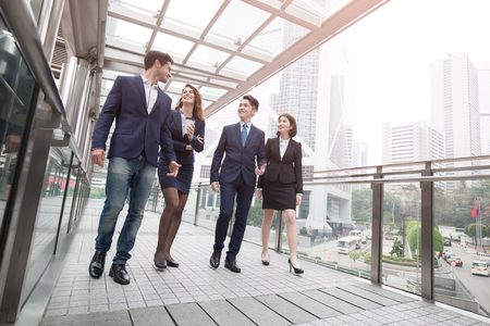 Foto per businesspeople meeting in office in hong kong - Immagine Royalty Free