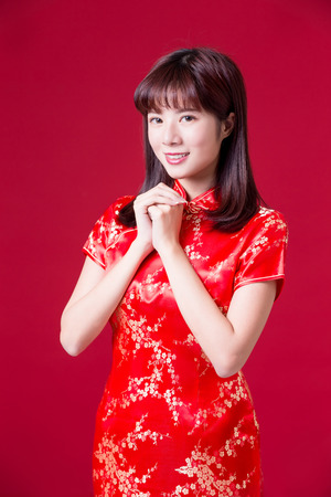 Foto de beauty woman wear cheongsam and smile to you in chinese new year - Imagen libre de derechos