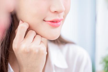 Photo pour Close up beauty young woman lip and smiling - image libre de droit