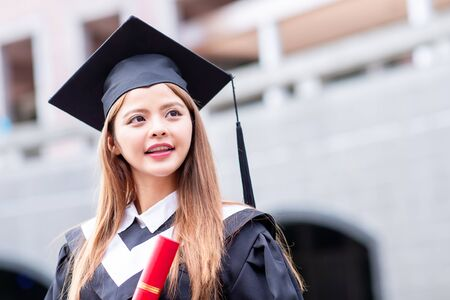 Photo pour Girl gratuate smile happily at campus with diploma - image libre de droit