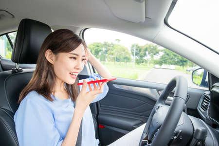 Photo pour Asian young woman use smart phone in the car - image libre de droit