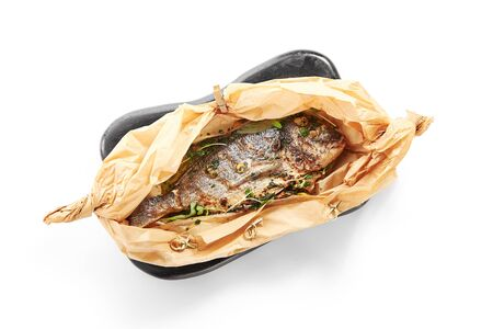 Photo pour Baked dorado fish in parchment. Grilled tuna in black plate top view. Cooked dolphinfish with herbs. Served seafood restaurant food. Marine delicacy, mediterranean delicious gourmet meal - image libre de droit
