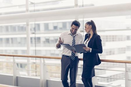 Photo pour Business meeting people and sharing ideas - image libre de droit