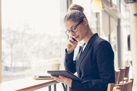Photo pour Businesswoman having a coffee break - image libre de droit