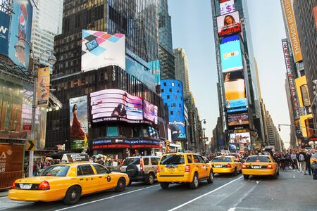 Foto de New York City, Yellow Taxi on Times Square - Imagen libre de derechos