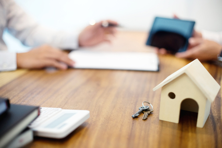 Photo pour Business man agreement to sign for contract  new home buy or rent - image libre de droit