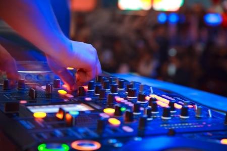 Foto de nightclub parties. DJ - Imagen libre de derechos