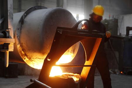 Foto für casting factory and worker - Lizenzfreies Bild