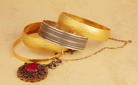 Photo pour gold and silver jewelry - image libre de droit