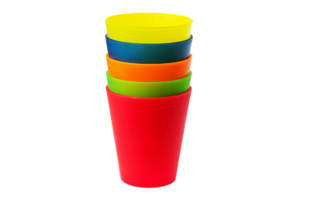 Photo pour colorful plastic cups of lemonade on a white background. utensils for a picnic and travel - image libre de droit