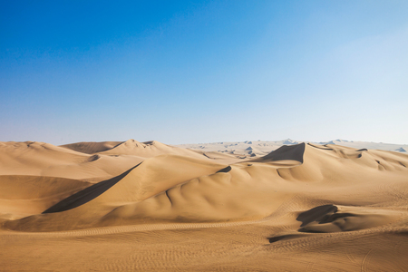 Photo pour Huacachina desert dunes in Ica Region, Peru - image libre de droit