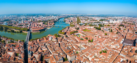 Photo pour Toulouse and Garonne river aerial panoramic view. Toulouse is the capital of Haute Garonne department and Occitanie region in France. - image libre de droit