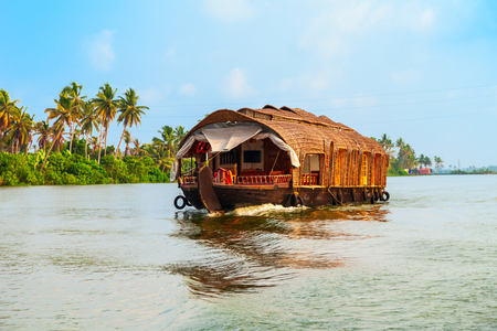 Photo pour A houseboat sailing in Alappuzha backwaters in Kerala state in India - image libre de droit