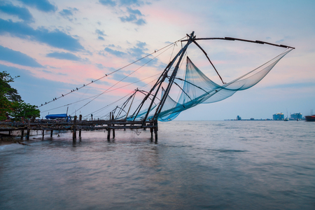 Foto de Chinese fishing nets or cheena vala are a type of stationary lift net, located in Fort Kochi in Cochin, India - Imagen libre de derechos