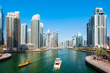 Photo pour DUBAI, UAE - FEBRUARY 26, 2019: Dubai Marina is an artificial canal city and a district in Dubai in UAE - image libre de droit