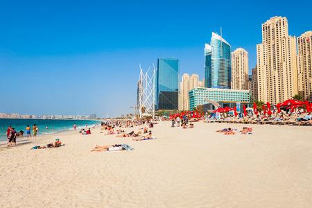 Photo pour DUBAI, UAE - FEBRUARY 25, 2019: JBR or Jumeirah Beach Residence is a waterfront community located in Dubai Marina in UAE - image libre de droit