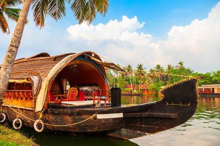 Photo pour A houseboat in Alappuzha backwaters in Kerala state in India - image libre de droit