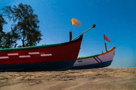 Photo pour Fishermens local boats at the beach in Goa, India at night - image libre de droit