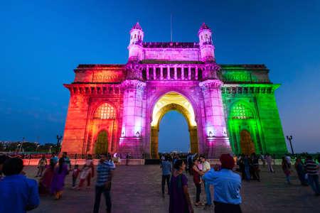 Foto für MUMBAI, INDIA - FEBRUARY 21, 2014: Gateway of India at night. Gateway of India is an arch monument in Mumbai city, Maharashtra state of India. - Lizenzfreies Bild