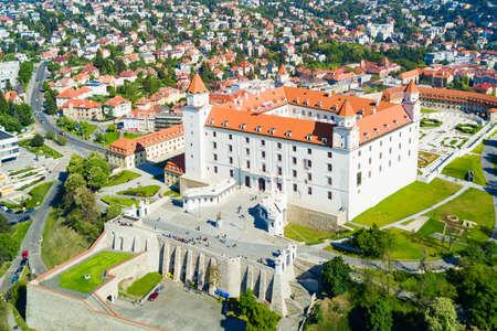 Foto de BRATISLAVA, SLOVAKIA - MAY 11, 2017: Bratislava Castle or Bratislavsky Hrad aerial panoramic view. Bratislava Castle is the main castle of Bratislava capital of Slovakia. - Imagen libre de derechos
