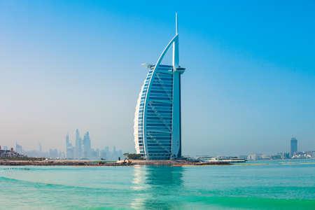 Photo pour DUBAI, UAE - FEBRUARY 27, 2019: Burj Al Arab luxury hotel and Jumeirah public beach in Dubai city in UAE - image libre de droit