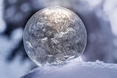 Photo pour Close up frozen soap bubble with bokeh - image libre de droit