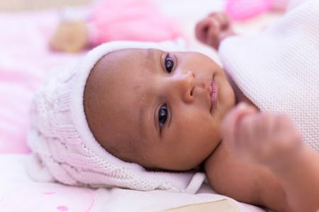 Photo pour Adorable little african american baby girl looking - Black people - image libre de droit