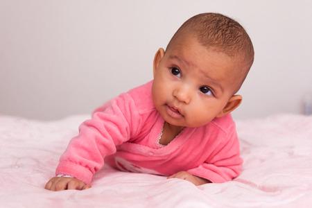Photo pour Adorable little african american baby girl - Black people - image libre de droit