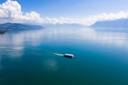 Photo pour Aerial view of boat leaving Ouchy waterfront in  Lausanne, Switzerland - image libre de droit
