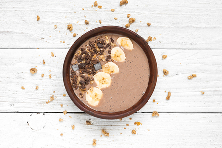 Photo pour chocolate banana protein smoothie bowl with granola. top view. healthy breakfast - image libre de droit