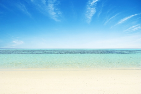 Photo pour Beaches, crystal clear water, blue sky as background. - image libre de droit