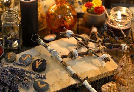 Foto de Runes, magic wand and pentagram on witch table. Occult, esoteric, divination and wicca concept. Halloween vintage background - Imagen libre de derechos