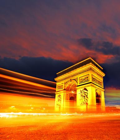 Photo pour Famous Arc de Triomphe in autumn, Paris, France - image libre de droit