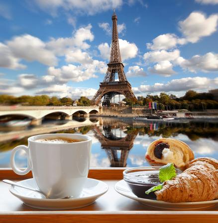 Photo pour Coffee with croissants against famous Eiffel Tower in Paris France - image libre de droit