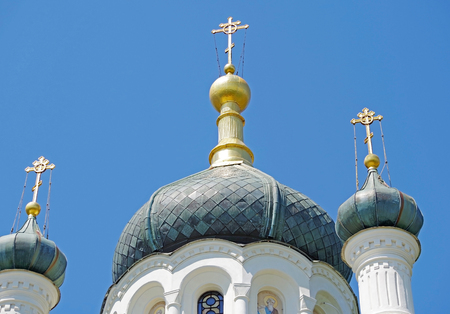 Photo pour The dome of the Church with a cross against the blue sky - image libre de droit