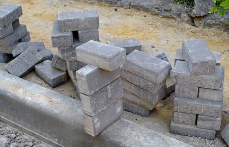 Photo pour Laying gray concrete paving slabs, unfinished work on laying paving slabs - image libre de droit