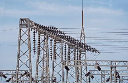 Photo pour electric tower high voltage post with blue sky - image libre de droit
