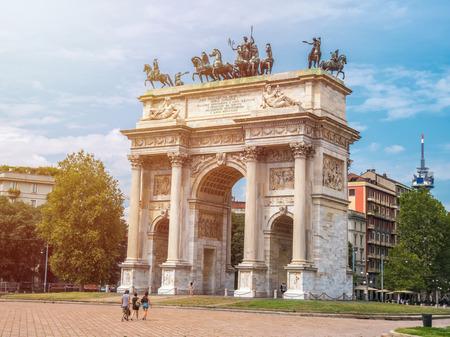 Photo pour Peace Arch or Gate of Sempione in Milan, near the Sempione Park. - image libre de droit