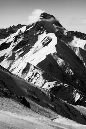 Photo pour mountain in black adn white - image libre de droit